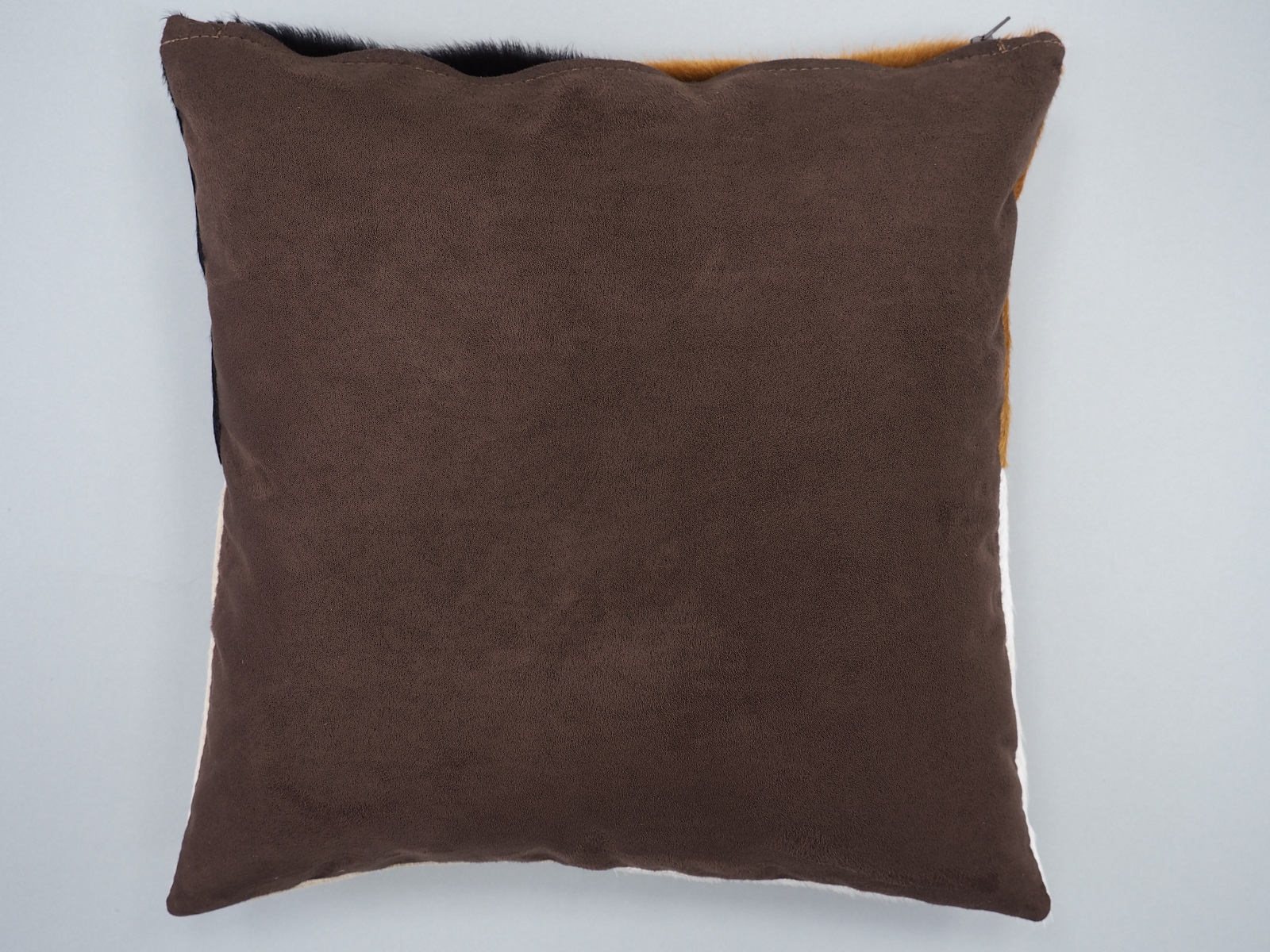 Декоративные чехлы на подушки из шкур коричнево-белые арт.: 23711